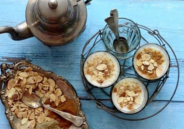 Приготовление кофе с ромом и миндалем